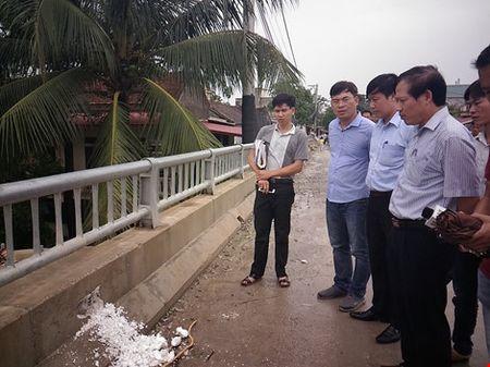 Thuc hu cau 65 ti dong tai Ha Noi xay bang 'be tong cot xop' - Anh 3