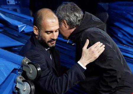 Mourinho se moi Pep Guardiola... uong ruou sau tran derby - Anh 1