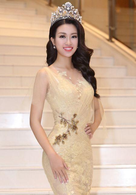 Hoa hau My Linh dien dam goi cam lan dau di su kien - Anh 3