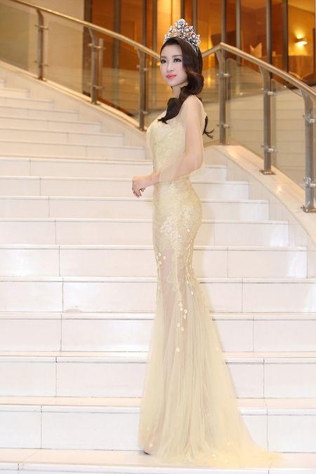 Hoa hau My Linh dien dam goi cam lan dau di su kien - Anh 4