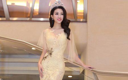 Hoa hau My Linh dien dam goi cam lan dau di su kien - Anh 5