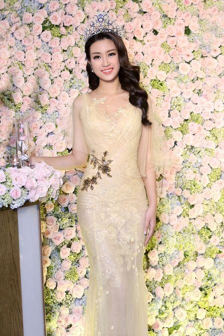 Hoa hau My Linh dien dam goi cam lan dau di su kien - Anh 6