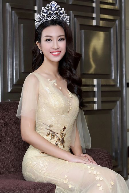 Hoa hau My Linh dien dam goi cam lan dau di su kien - Anh 8