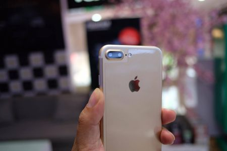 iPhone 7 Plus hang nhai gia hon 2 trieu tai Viet Nam - Anh 4