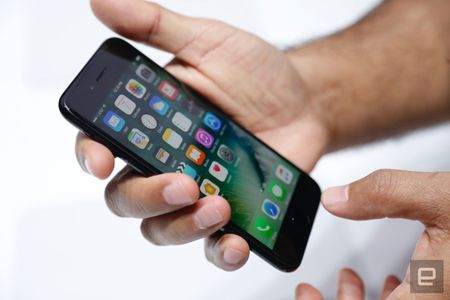 Gia iPhone 7 o dau re nhat the gioi? - Anh 2