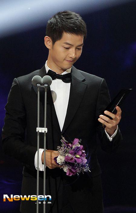 Nha Phuong nhan giai cung Song Joong Ki va tai tu 'Diep Van' - Anh 5