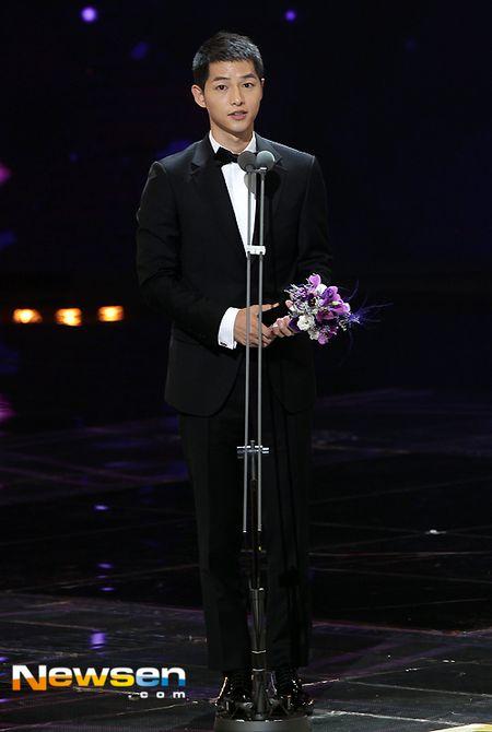 Nha Phuong nhan giai cung Song Joong Ki va tai tu 'Diep Van' - Anh 6