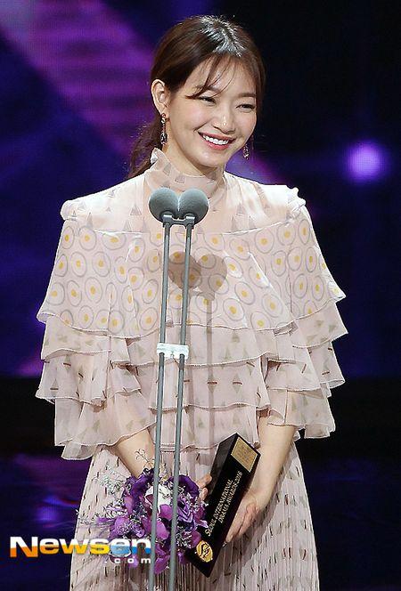 Nha Phuong nhan giai cung Song Joong Ki va tai tu 'Diep Van' - Anh 7