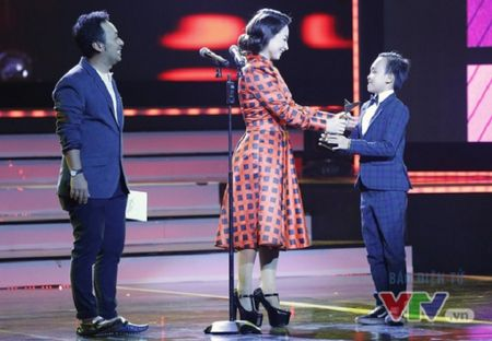 Vuot mat Son Tung, Ho Van Cuong tro thanh ca si an tuong - Anh 1