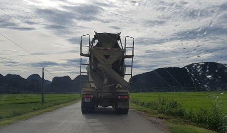 Chanh van phong huyen de nghi CSGT 'uu tien' cho xe Howo - Anh 1