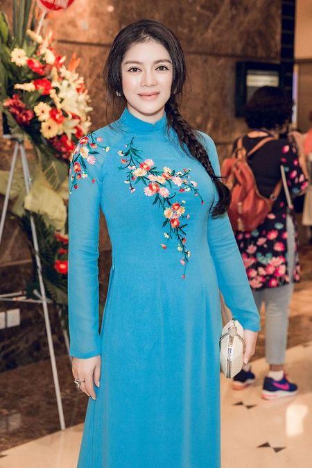 Dien ao dai, Ly Nha Ky tiep kien Tong thong Phap - Anh 1