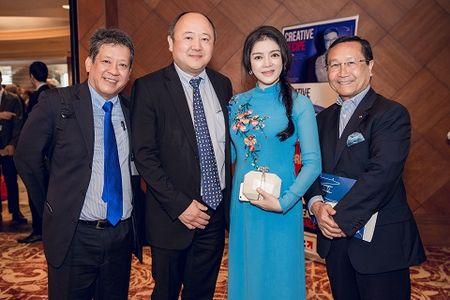 Dien ao dai, Ly Nha Ky tiep kien Tong thong Phap - Anh 3