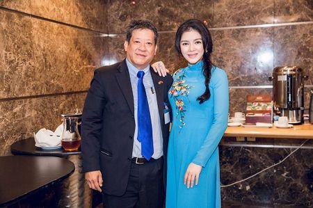 Dien ao dai, Ly Nha Ky tiep kien Tong thong Phap - Anh 4