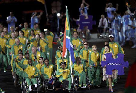 CHUM ANH: Ruc ro va xuc dong le khai mac Paralympic - Anh 14