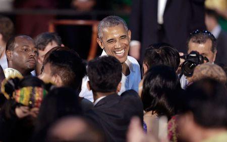 Hinh anh cham toi trai tim trong chuyen cong du cuoi cua ong Obama - Anh 7