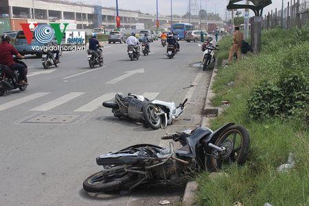 Can canh: O to 'dien' dam hang loat xe may o cua ngo Sai Gon - Anh 3