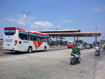 Kiem tra, giam sat thu phi tram BOT Tan Phu tren Quoc lo 20 - Anh 1