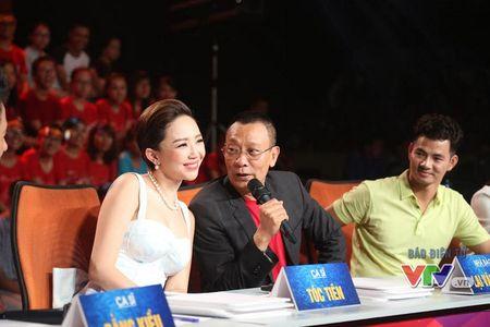 Cam tay Toc Tien, nha bao Lai Van Sam bi sinh vien 'hoi xoay' - Anh 1