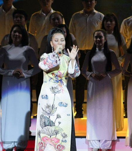 Xon xao nghi van Thu Minh hat nhep tai le trao giai VTV Awards 2016 - Anh 2