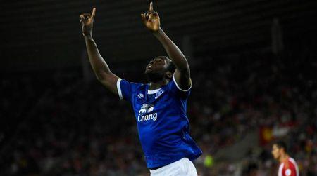Giup Everton danh bai doi cua Moyes, Lukaku noi gi sau khi lap hat-trick - Anh 1