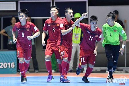 Truong doan futsal Viet Nam: Luon tinh tao voi chien thang lich su - Anh 2
