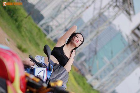 "Chan dai sexy ""de chet"" BMW S1000RR tai Sai Gon - Anh 10"