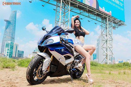 "Chan dai sexy ""de chet"" BMW S1000RR tai Sai Gon - Anh 1"