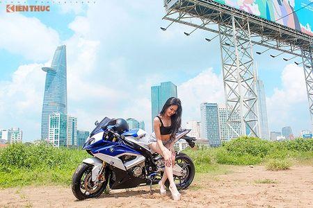 "Chan dai sexy ""de chet"" BMW S1000RR tai Sai Gon - Anh 2"