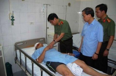 Khan truong lam ro vu va cham khien mot Trung uy cong an tu vong - Anh 1