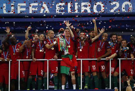 Ronaldo duoc thang chuc o Real Madrid - Anh 5