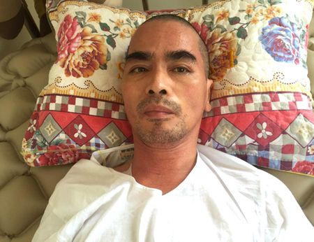Dien vien Nguyen Hoang van liet nua nguoi sau 10 thang tai bien - Anh 1