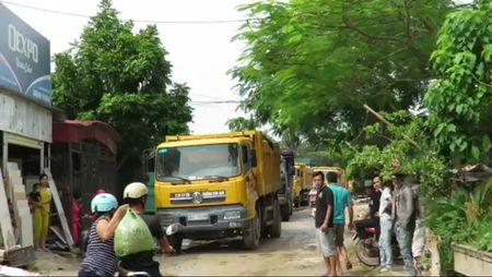 Duong bien thanh 'ao', nguoi dan chan xe phan doi - Anh 1