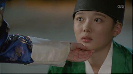 May hoa anh trang tap 7: Park Bo Gum - Kim Yoo Jung hon nhau dam duoi - Anh 8