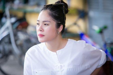 Duong Cam Lynh che kheo bung bau 8 thang voi ao rong - Anh 4