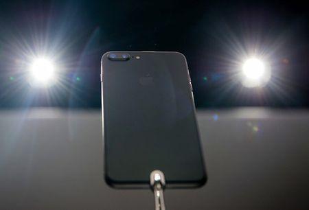 iPhone 7 Plus di kem mot tinh nang dac biet quan trong - Anh 1