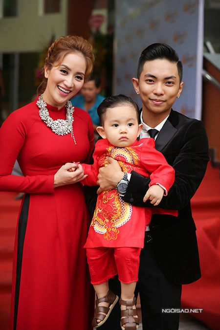 Phan Hien vua be con vua om eo Khanh Thi - Anh 2