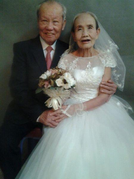 'Dam cuoi kim cuong' cua cap doi U90 gay sot cong dong mang - Anh 1