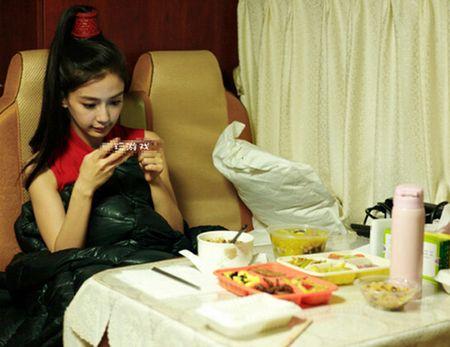 Angelababy lien tuc bi don mang bau - Anh 5
