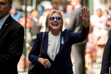Ba Hillary tiet lo tinh trang suc khoe sau su co ngat xiu - Anh 1