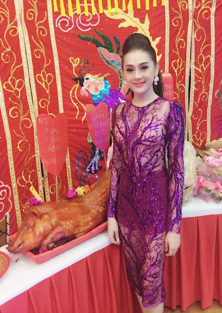 Tran Thanh, Lam Chi Khanh 'hung da' vi trang phuc - Anh 4