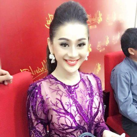 Tran Thanh, Lam Chi Khanh 'hung da' vi trang phuc - Anh 5