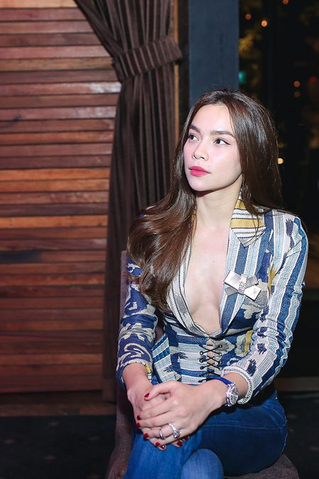 Ho Ngoc Ha tao bao trong trang phuc sexy - Anh 5