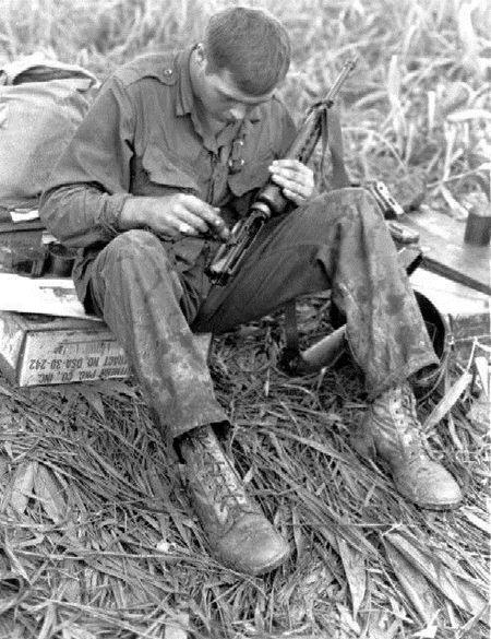 Linh My o Viet Nam va tham hoa mang ten AR-15 - Anh 2