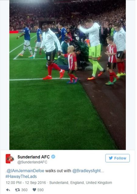 Chu be dung cam cua CLB Sunderland - Anh 2