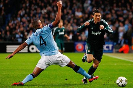 Man City don hai tru cot tro lai ngay khai man C1 - Anh 1