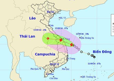 Bao giat cap 11 do bo tu Da Nang den Quang Ngai - Anh 2