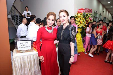 Ba ngoai Phan Hien den chuc mung Khanh Thi ra mat trung tam moi - Anh 7