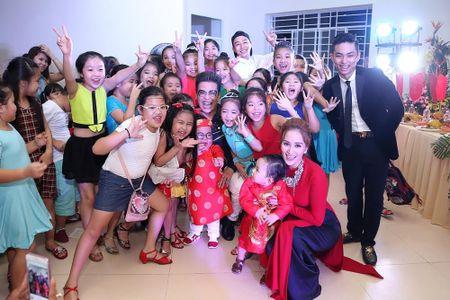 Ba ngoai Phan Hien den chuc mung Khanh Thi ra mat trung tam moi - Anh 8