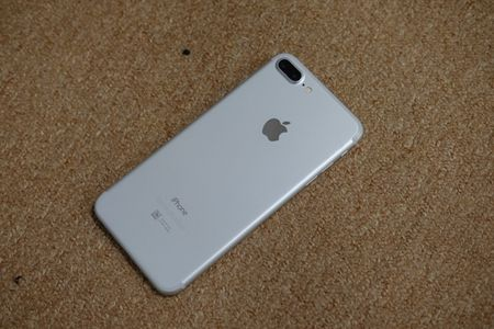 iPhone 7 Plus mau bac, mau den nham da ve Viet Nam - Anh 3