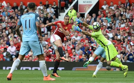 Bravo, Mkhitaryan lot doi hinh te nhat vong 4 Premier League - Anh 2
